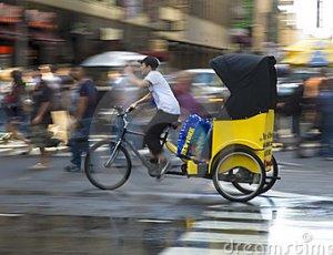 Parigi da febbraio in strada i taxi a pedali gratis for Parigi a febbraio