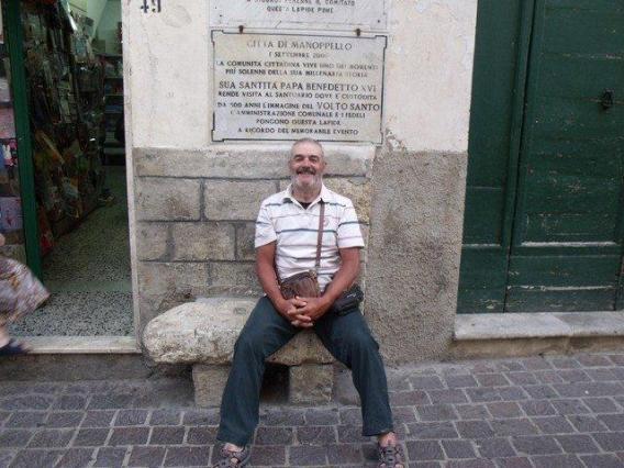 79 - seduto sulla pietra dove si sedette il pelelgrino che portò la reliquia