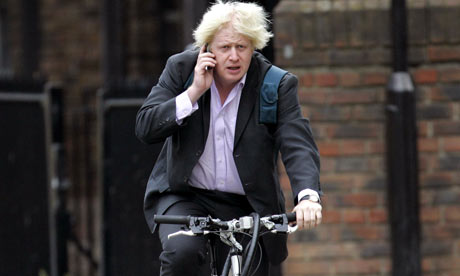 Boris-Johnson-cycling-in--002