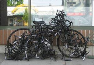 bicicletta_lucchetti_scultura