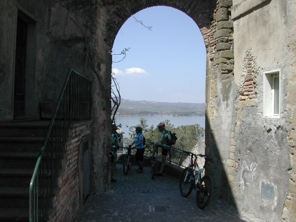 lago-vico-bici