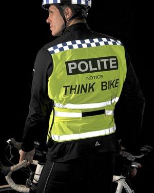 ciclisti-inglesi-polizia