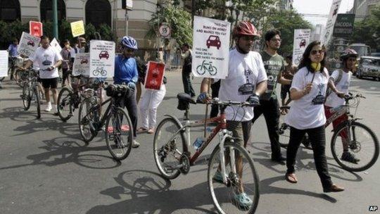 Proteste dei ciclisti di Calcutta