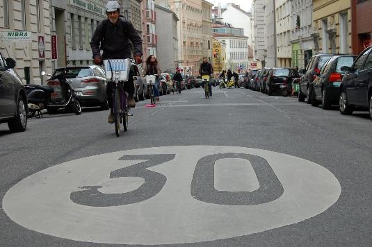 Verso la riforma del nuovo CdS, il nodo è il limite a 30 km/h