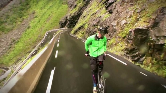 bici-indietro-in-montagna