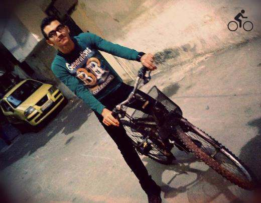 Studendi di Damasco in bici durante la guerra civile