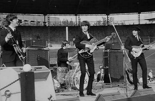 Beatles_in_concerto_al_Velodromo_Vigorelli-1965