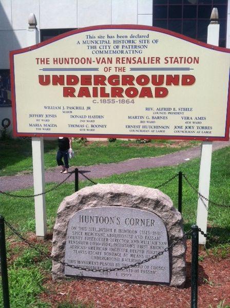 Un monumento alla Underground Railroad a Paterson, nel New Jersey