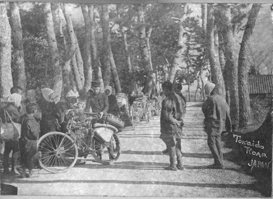 In Giappone fermato dai locali incuriositi dalla sua bici