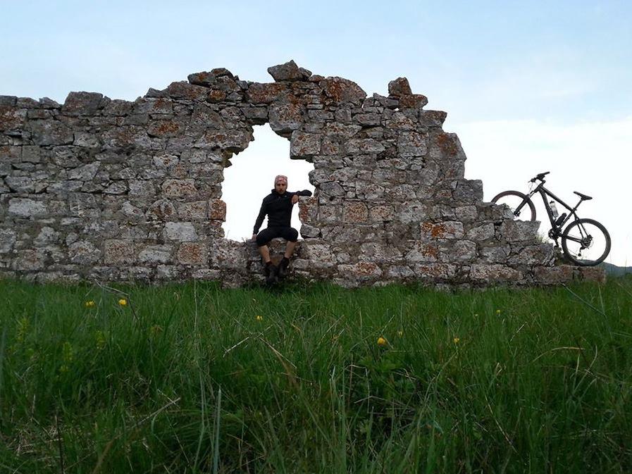 Cicloeremia, viaggio in bici fra i paesi abbandonati