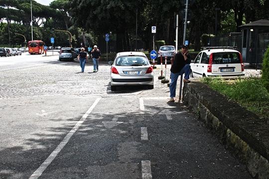 Poco prima, davanti all'ingresso della Fao (Onu) un comodo parcheggio riservato.