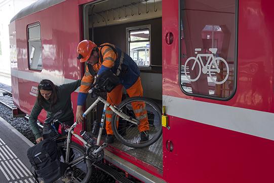 bici treno rosso del bernina 2