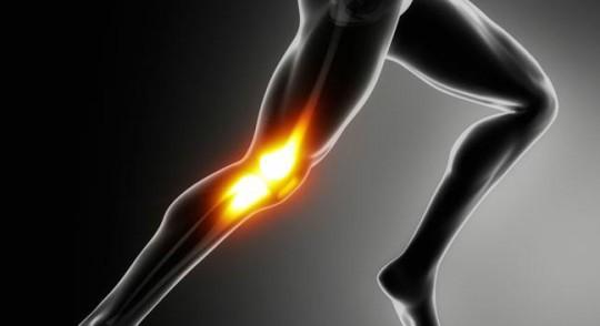 Dolore del ginocchio dopo o durante la corsa: cosa lo causa e come si cura