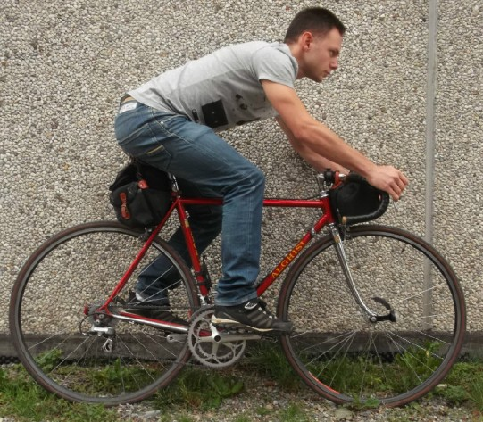 osservate come al solo variare di poco delle misure della bici cambi completamente l'impostazione in sella