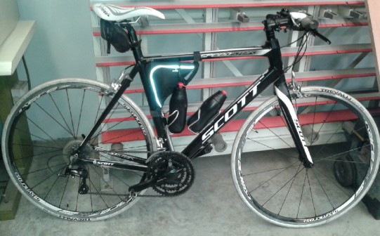 Una bici da ciclismo urbano in alluminio. Da notare il diametro delle tubazioni, vi spiegheremo più avanti il perché…