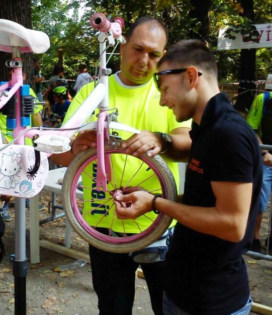 le bici da bambino sono perlopiù fatte di plastica, evitate di serrare con forza se non volete romperle!