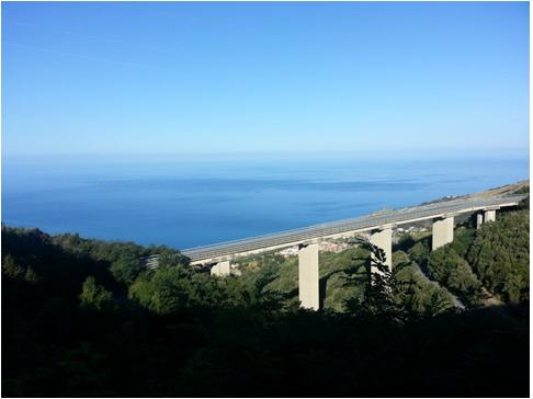 La salita per la Serra Nicolino e la vista sul Tirreno
