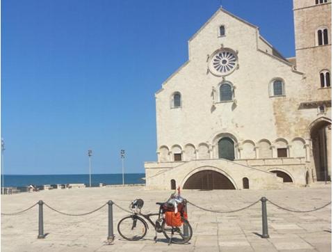 Trani e la cattedrale sul mare
