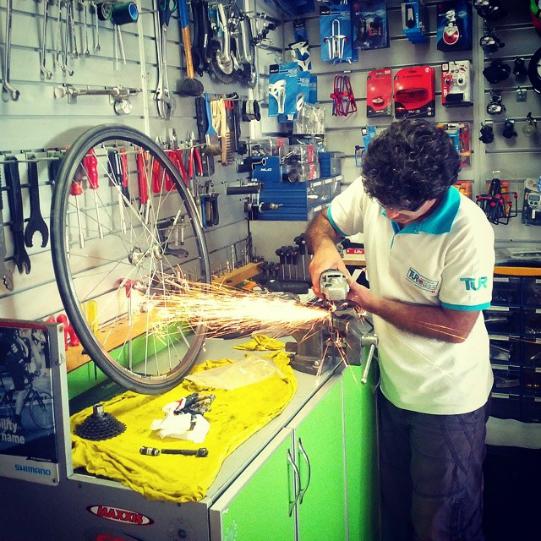 Turan, il miglior meccanico di bici di Izmir, Turchia