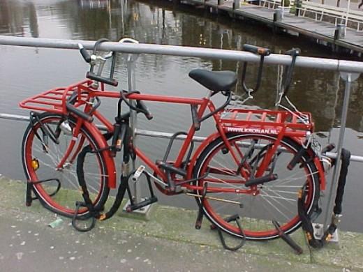 sicuro è sicuro ma ci vuole un carrello per portarsi dietro tutti quei lucchetto! Fonte: geocities.com