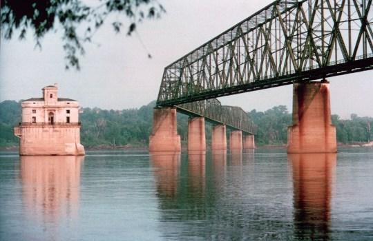 Il Chain of Rocks Bridge