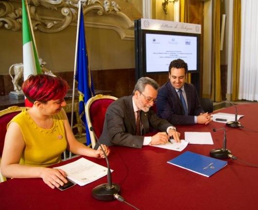 La firma del protocollo d'intesa contro i furti di bici a Bologna