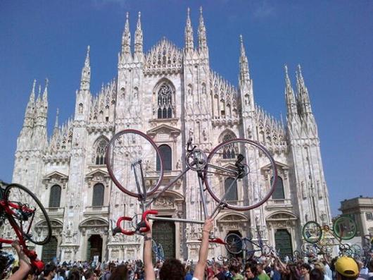 Milano, piazza Duomo: manifestazione della Mobilità Nuova del 4 maggio 2013
