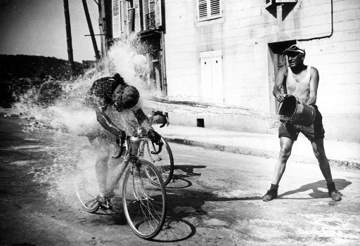 Idratazione_bere_in_bicicletta