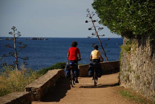 Tratto di pista ciclabile lungo la Costa Brava