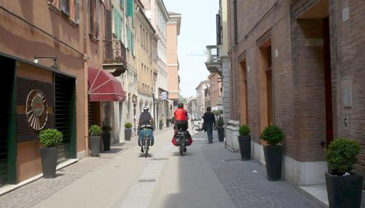 Pedalando nelle vie di Ferrara