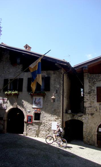 Scorcio del borgo medievale di Canale di Tenno