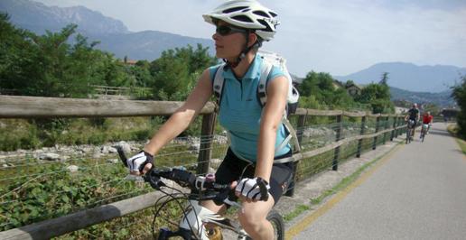 La ciclabile della Vallagarina direzione Mori lungo il torrente Leno