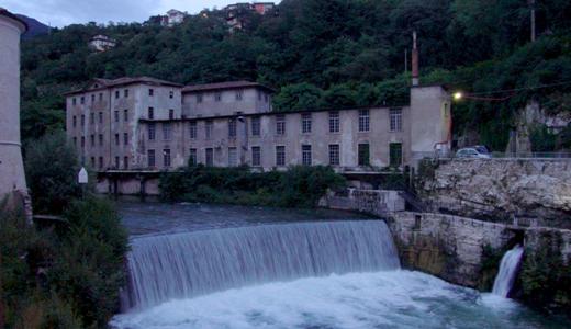 Scorcio con cascata a Rovereto