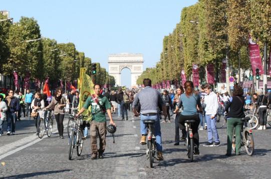 Parigi_Champs_Elysees_car_free_