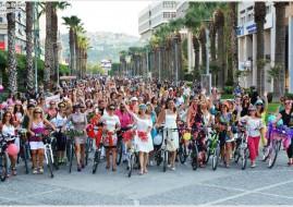 donne in bicicletta izmir