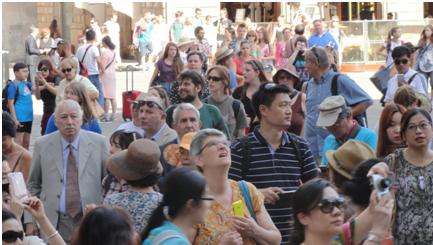 Turista tra turisti