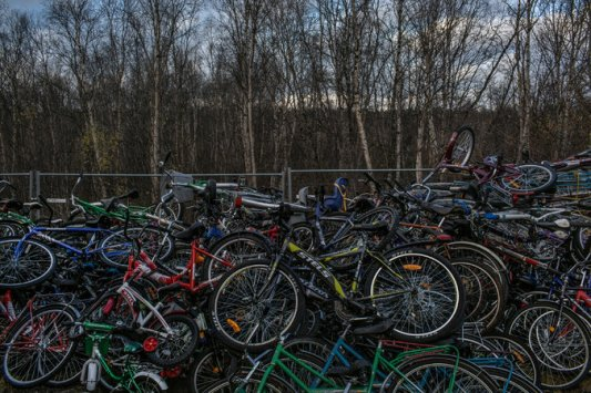 bici abbandonate dai migranti al confine russo-norvegese - credits Mauricio Lima | New York Times