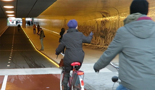 tunnel-ciclabile-amsterdam-2