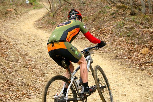 Un altro ciclista che si allena con cardiofrequenzimetro