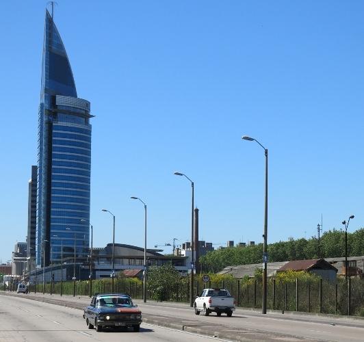 Lungo le larghe strade verso il centro di Montevideo (Uruguay)