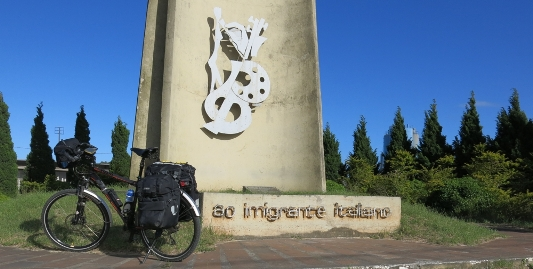 Brasile-Rio Grande do Sul : monumento commemorativo all' Immigrante Italiano