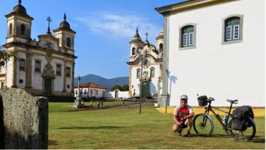 10-APR-2014: Mariana, Praça Minas Gerais, il giorno della partenza per Ouro Preto