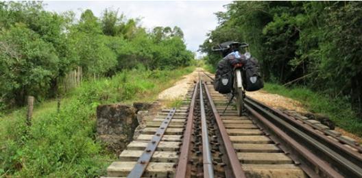 14-APR-2014: lungo la ferrovia semi abbandonata per São João del Rei