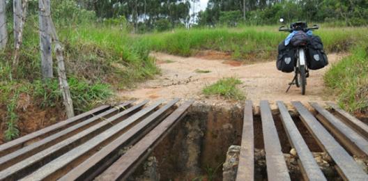 15-APR-2014: una delle tantissime passerelle poco amichevoli lungo il percorso tra São João del Rei e Carrancas