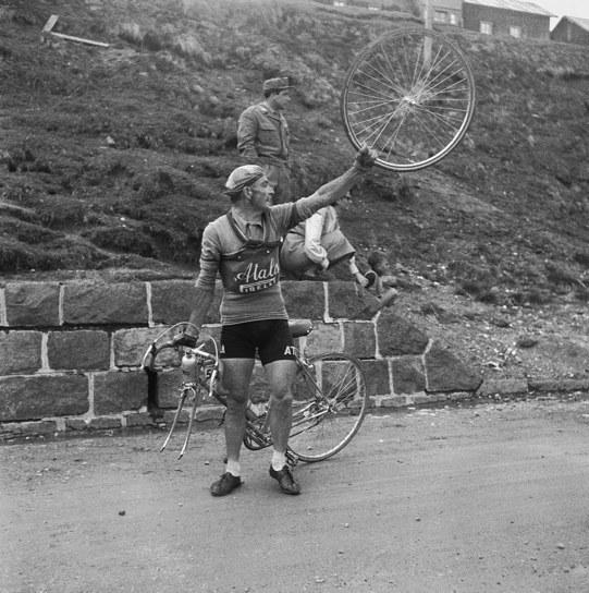 Ciclista al Giro d'Italia, © Archivio Toscani/Gestione Archivi Alinari, Firenze