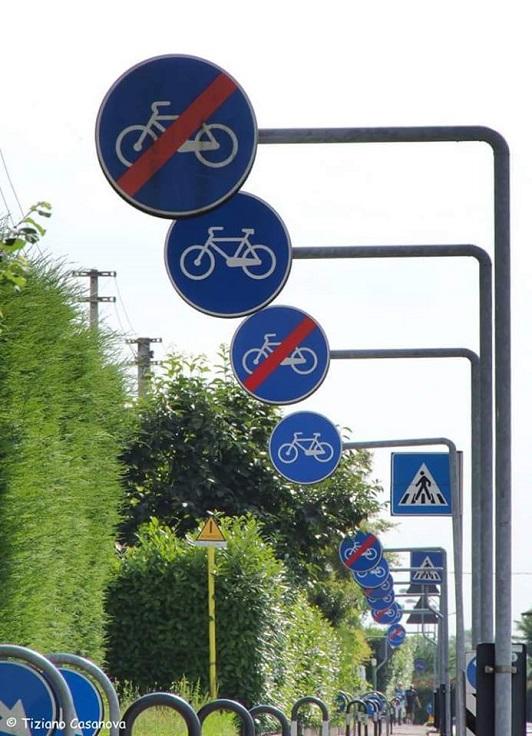 Segnaletica su pista ciclabile a Creazzo (VI)