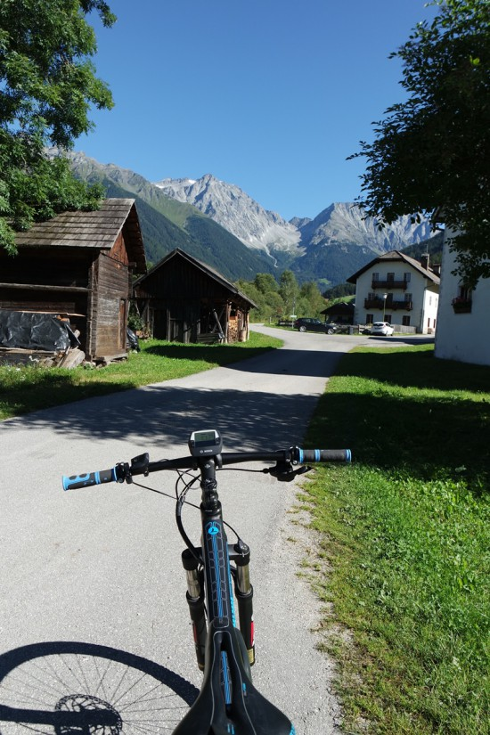 Bicicletta fra le case