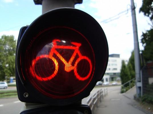 bici_semaforo_rosso_in_evidenza