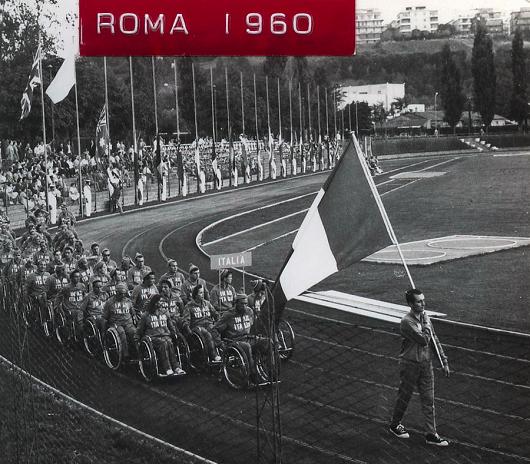 La sfilata della nazionale italiana alla cerimonia di apertura a Roma 1960