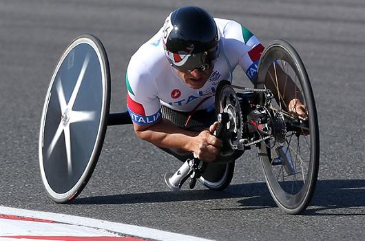 Anche nell'handbikers amputato (nella foto Alex Zanardi), la respirazione puo' essere limitata dalla posizione